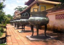 Neuf urnes dynastiques à Hue
