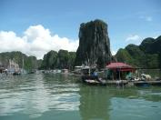 Village de Pêcheurs dans la baie d'Halong