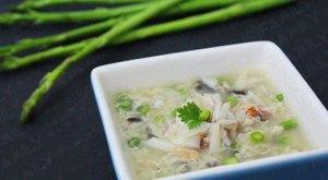 Soupe d'asperge au crabe