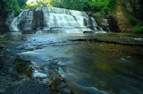 La chute d'eau de Thuy Tien