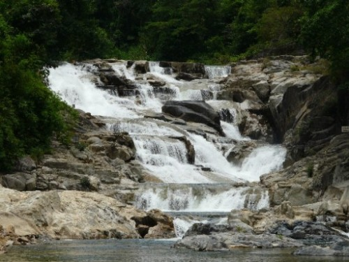 La chute d'eau de Yang Bay