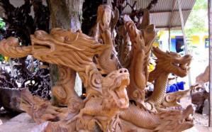 sculptures-en-bois-des-artisans-de-la-pagode-Hang