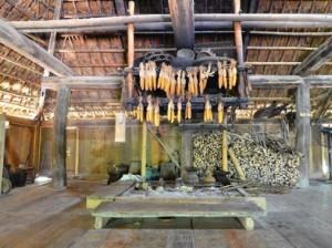 L'une des maisons sur pilotis au musée de la culture Muong