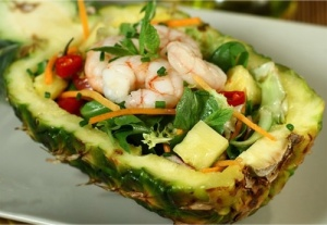 Salade-vietnamienne-d'ananas-et-de-gambas