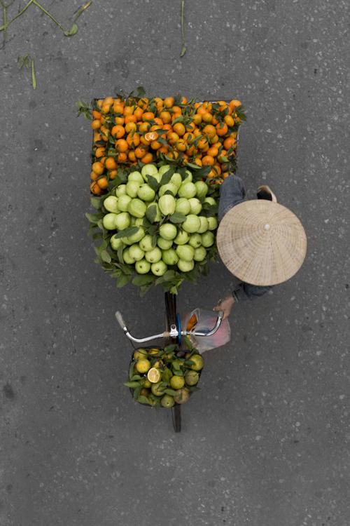 Tout le monde puisse voir aussi ce que je vois, c'est mon envie. Je crois que les vendeurs de rue représentent des pièces artistiques du quotidien, lui a révélé.