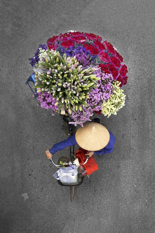Même des fois, cinq heures passées n'aboutissent à rien, lui a partagé. Elle consacre également du temps à la conversation avec ces vendeurs qui lui ont parlé de leur gagne de pain à base de la vente des légumes et fruits mais encore d'autres, tous avec le vélo.