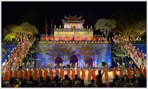 Ouverture du festival des tuniques traditionnelles, le 14 octobre à Hanoi.
