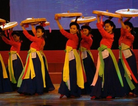 """Le """"ao tu thân"""" l'autre tenue traditionnelle des femmes vietnamiennes."""
