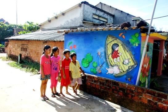 Des maisons auparavant moussues du hameau Trung Thanh se colorent d'une nouvelle humeur en devenant des fresques ravissantes.