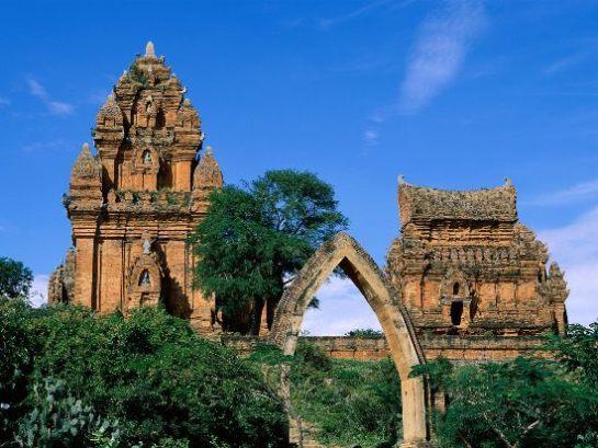tours Cham de Poshanu,