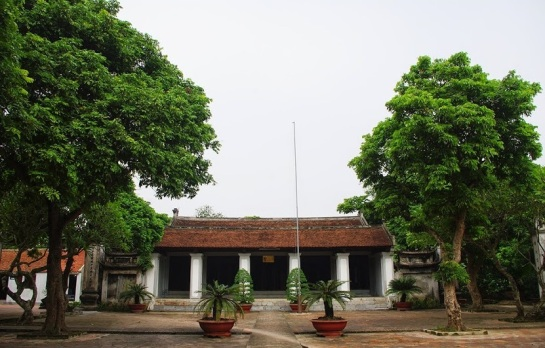 temple xich dang cour principale.JPG