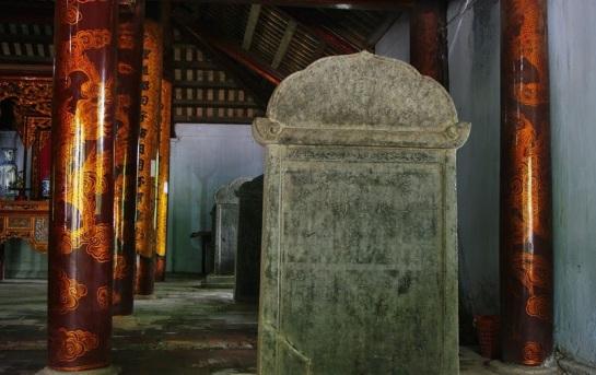 temple xich dang stele pierre hung yen.jpg
