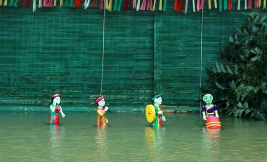 village dao thuc marionnettes eau